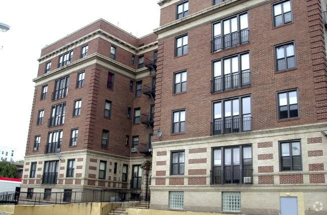 Best 94 S Munn Ave East Orange Nj 07018 Apartments East With Pictures