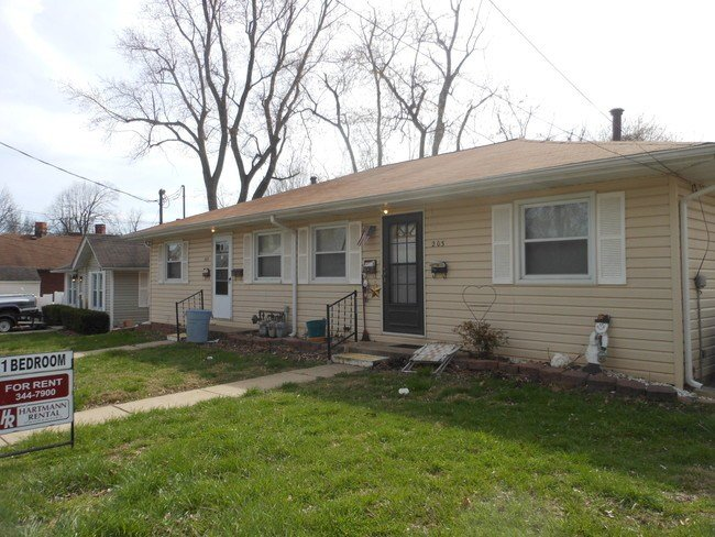 Best 203 S Aurora St Unit Collinsville Il 62234 Apartment For Rent In Collinsville Il With Pictures