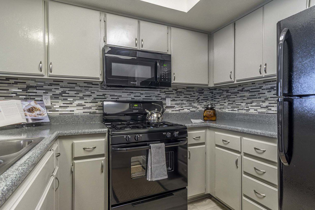 Best Hensley At Corona Pointe Apartments Rentals Corona Ca With Pictures