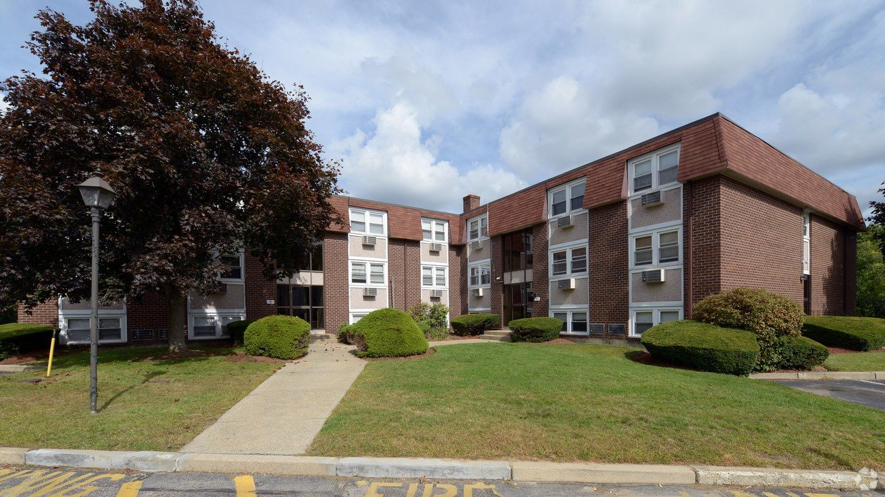 Best Tanglewood Village Apartments West Warwick Ri With Pictures