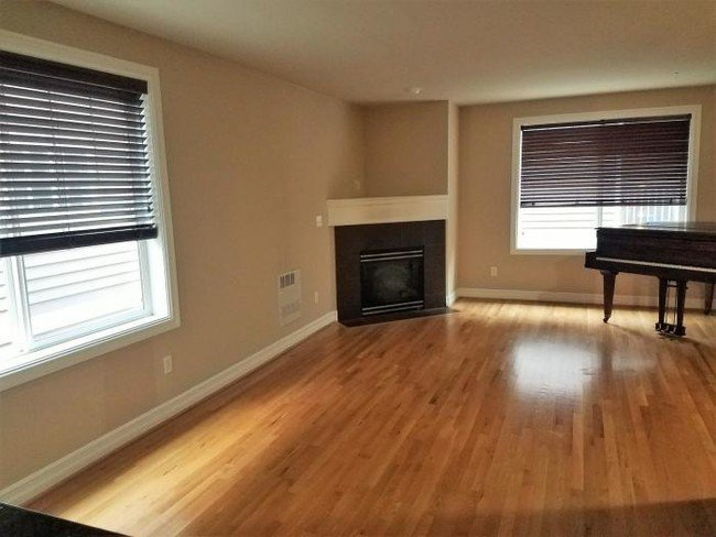 Best 3 Bedroom In Seattle Wa 98103 Apartment For Rent In With Pictures