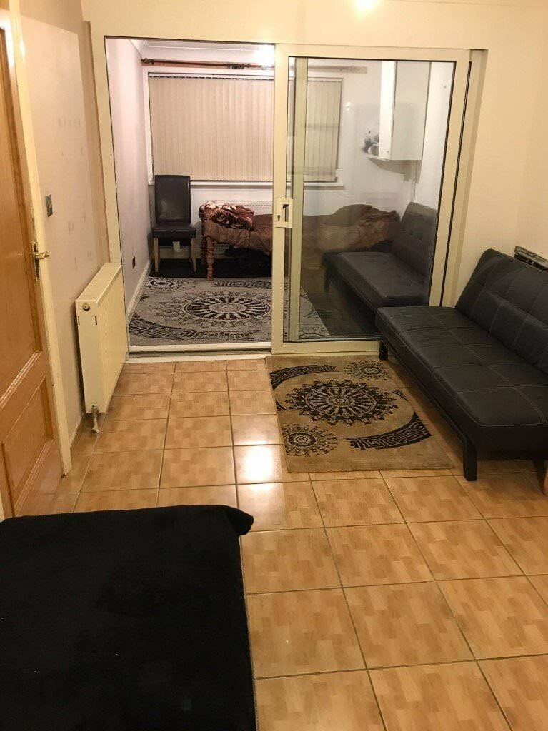 Best Urgent 1 Bed Studio Flat To Rent – Private Road In With Pictures