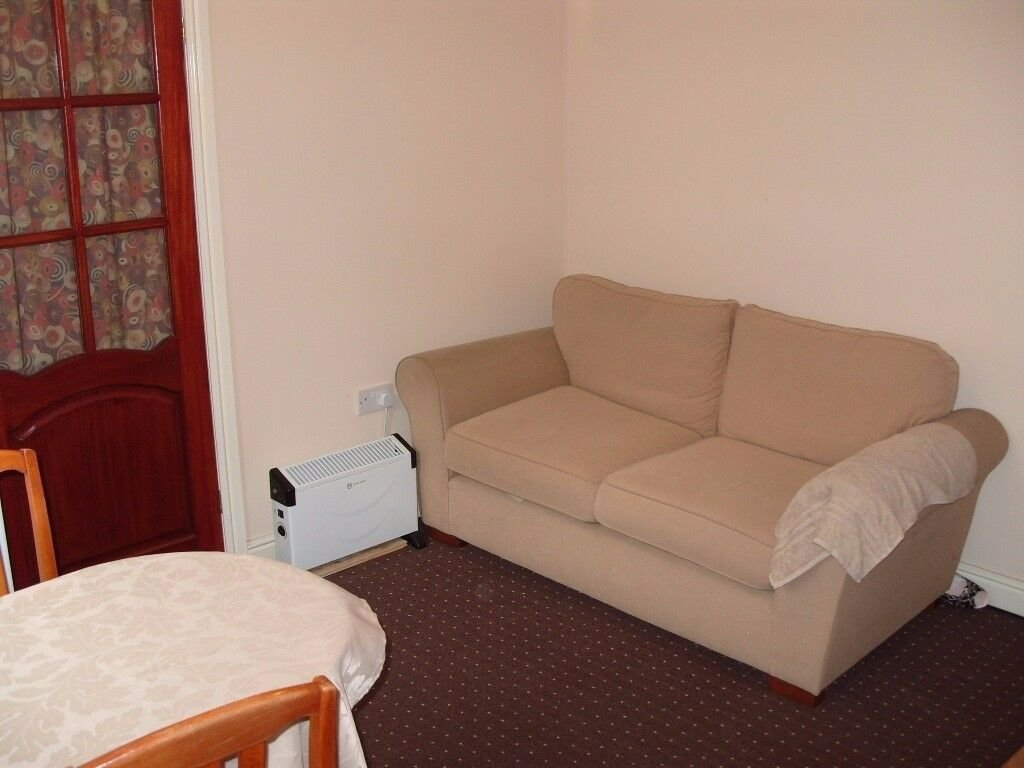 Best 1 Bedroom Flat Close To Bri Bd9 Farmer Boys In Bradford With Pictures