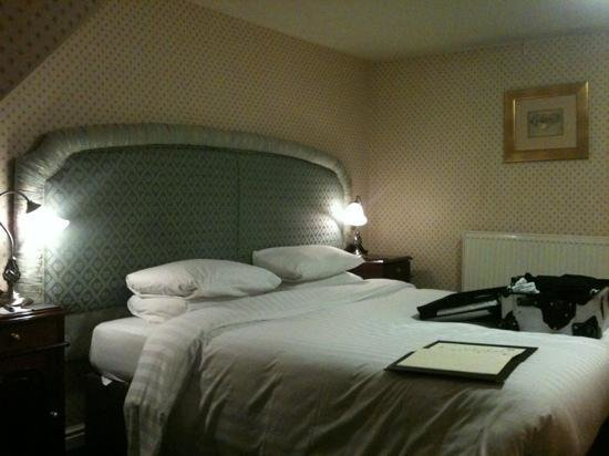 Best A Lakeside Bedroom Picture Of Mere Court Hotel And With Pictures