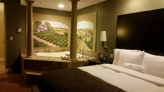 Best Bedroom With Jacuzzi Picture Of La Bellasera Hotel And With Pictures