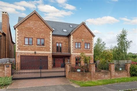 Best Martin Co Milton Keynes 6 Bedroom Detached House For With Pictures