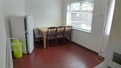 Best Whitegates Coventry 4 Bedroom House To Rent In Wendiburgh Street Canley Coventry Cv4 Whitegates With Pictures
