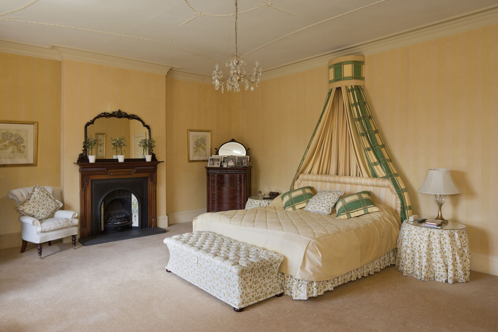 Best Decorate A Luxurious Victorian Bedroom On A Budget With Pictures