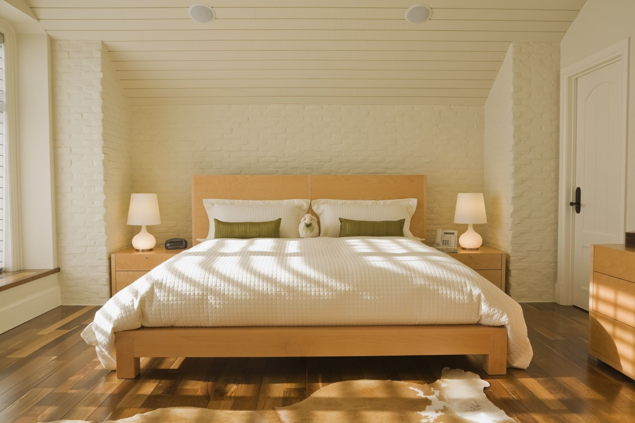 Best Feng Shui Bedroom Decoration Tips And Layout With Pictures