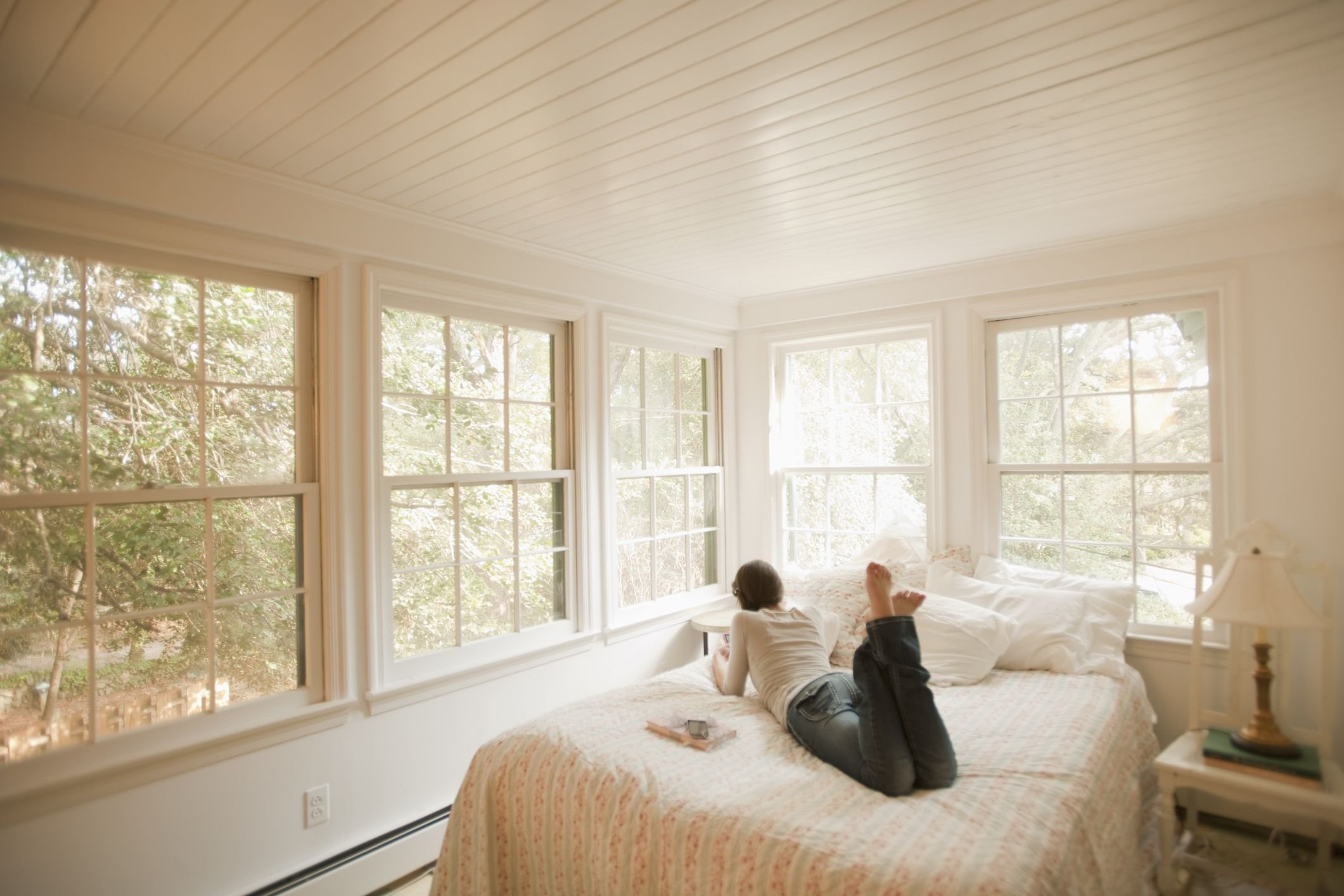 Best Why Having A Bed Under A Window Is Bad Feng Shui With Pictures