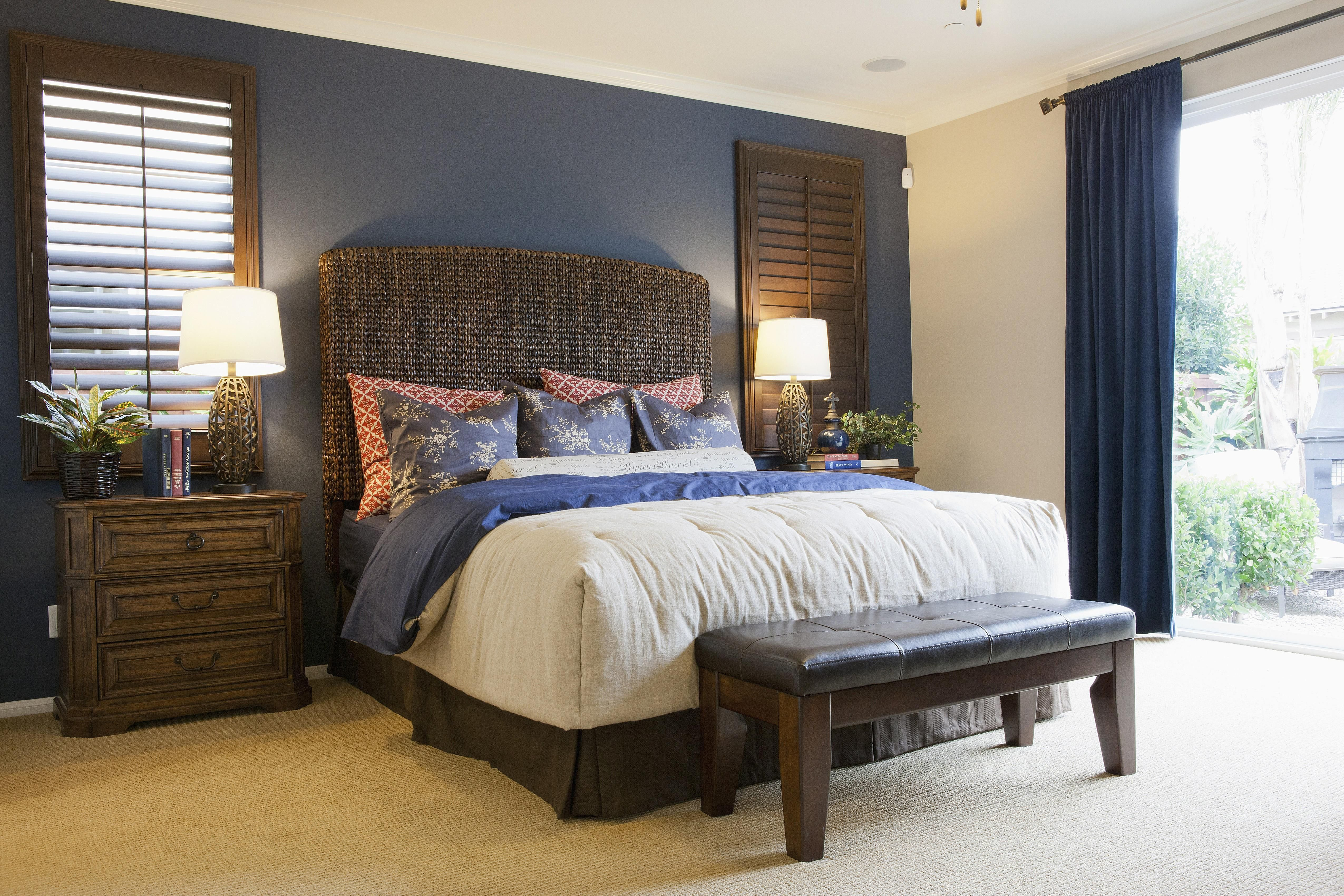 Best How To Choose An Accent Wall And Color In A Bedroom With Pictures