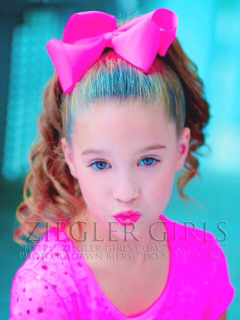 Free 16 Best Images About Maddie And Mackenzie Zieglers Wallpaper