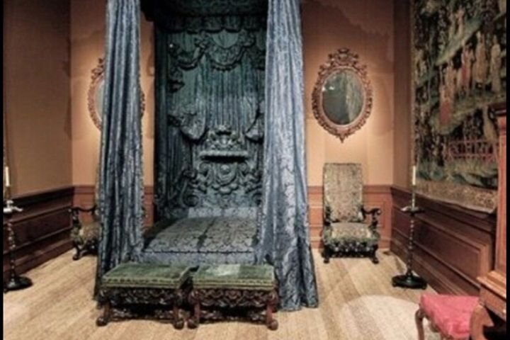 Best Abandoned Bedroom Crusty Haunted Places And Things With Pictures