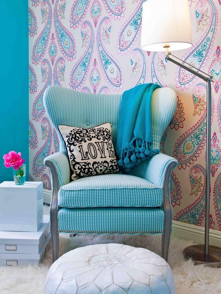 Best This Tween Girl S Bedroom Sitting Area Features A Vintage With Pictures