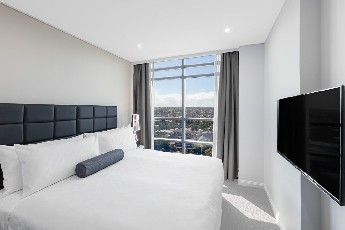 Best 1 Bedroom Harbour Suite North Sydney Meriton Suites With Pictures