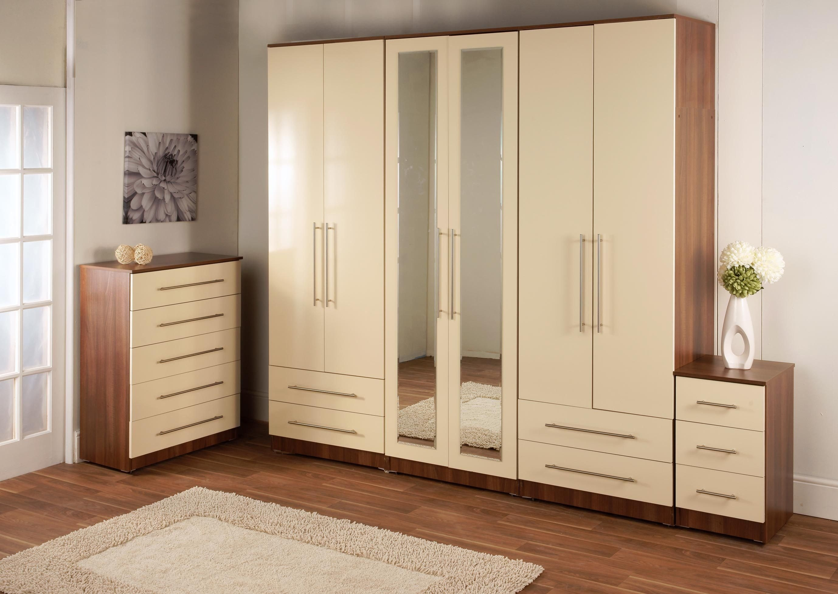 Best Almirah Designs For Bedroom With Pictures - August ...