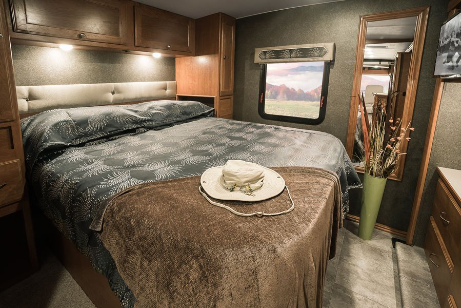 Best Vista Interior Bedroom And Bathroom Winnebago Rvs With Pictures