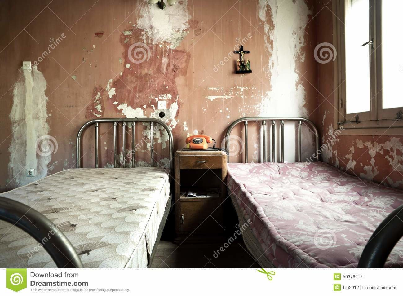 Best Creepy D*Rty And Abandoned Bedroom Stock Photo Image With Pictures