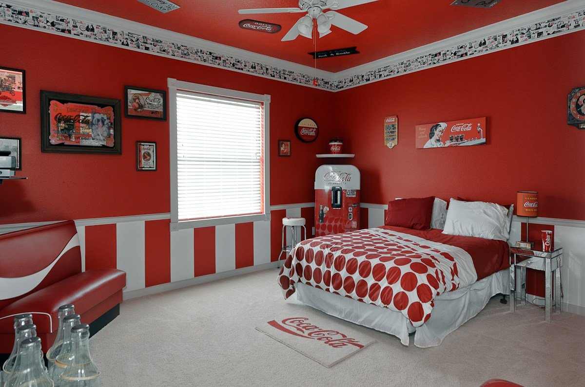 Best The Sweet Escape Vacation Rental Coca Cola Bedroom With Pictures