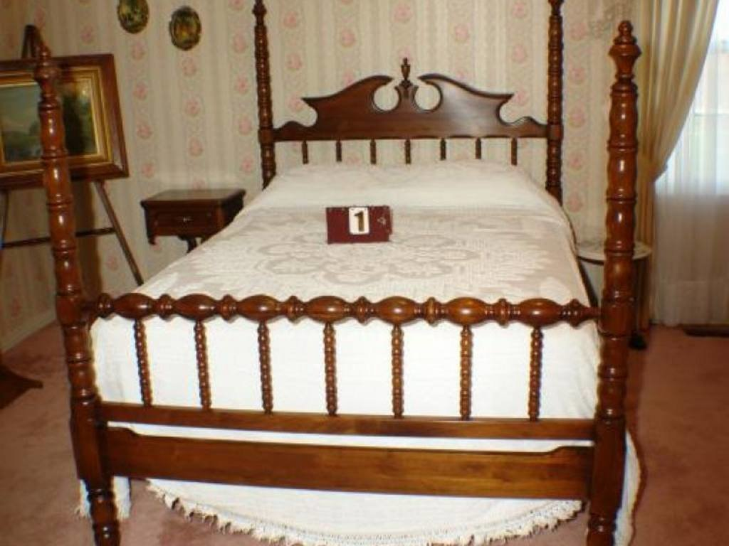 Best Lillian Russell Walnut Bedroom Suite 4 Piece With Pictures