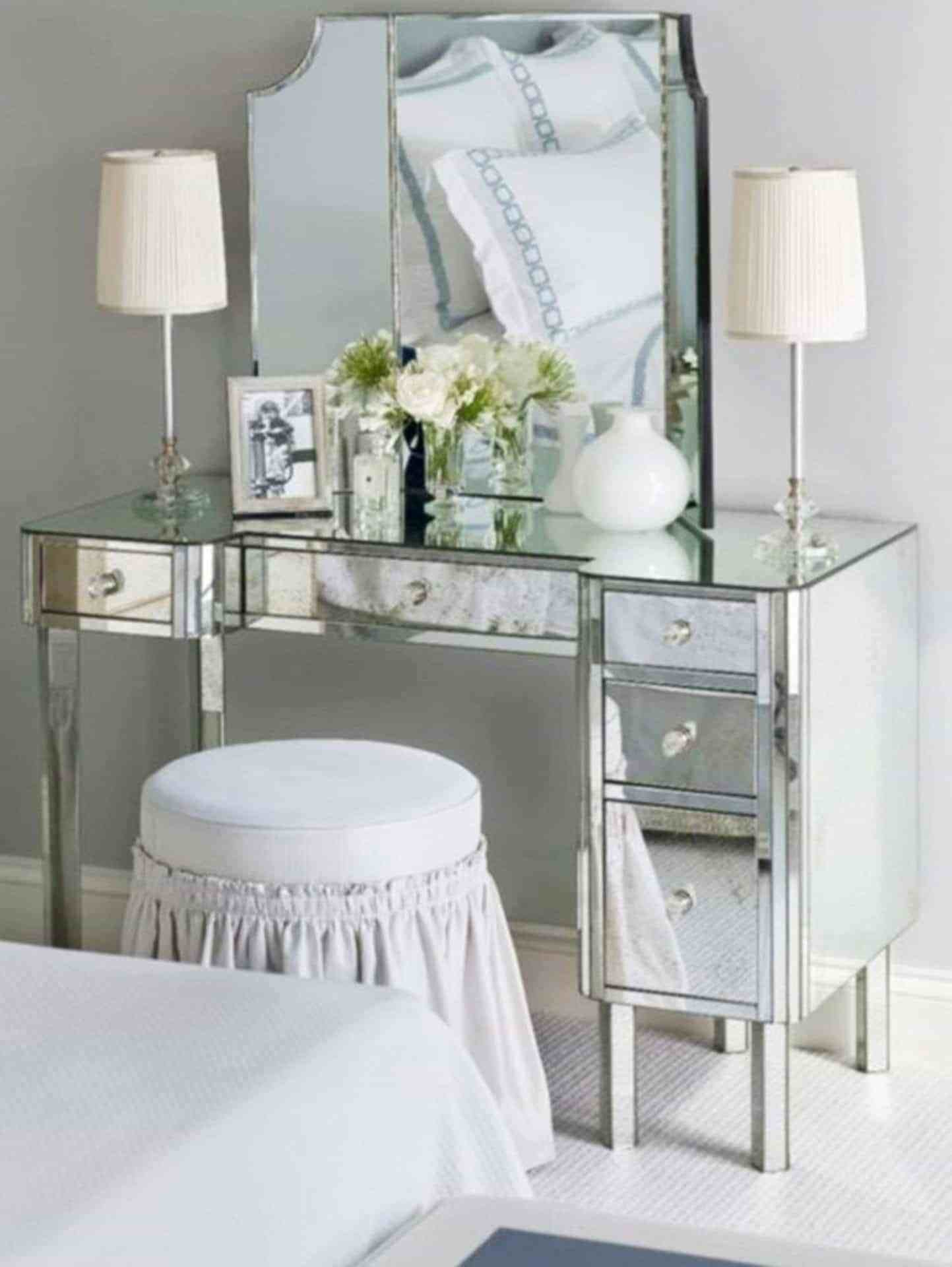 Best Mirrored Bedroom Vanity With Table Lamps And Round With Pictures