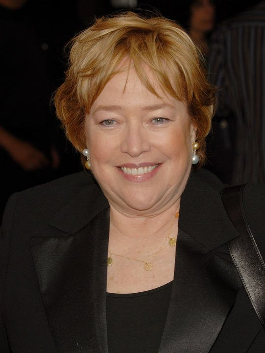 Free Winsome Hairstyle Of Kathy Bates Wallpaper