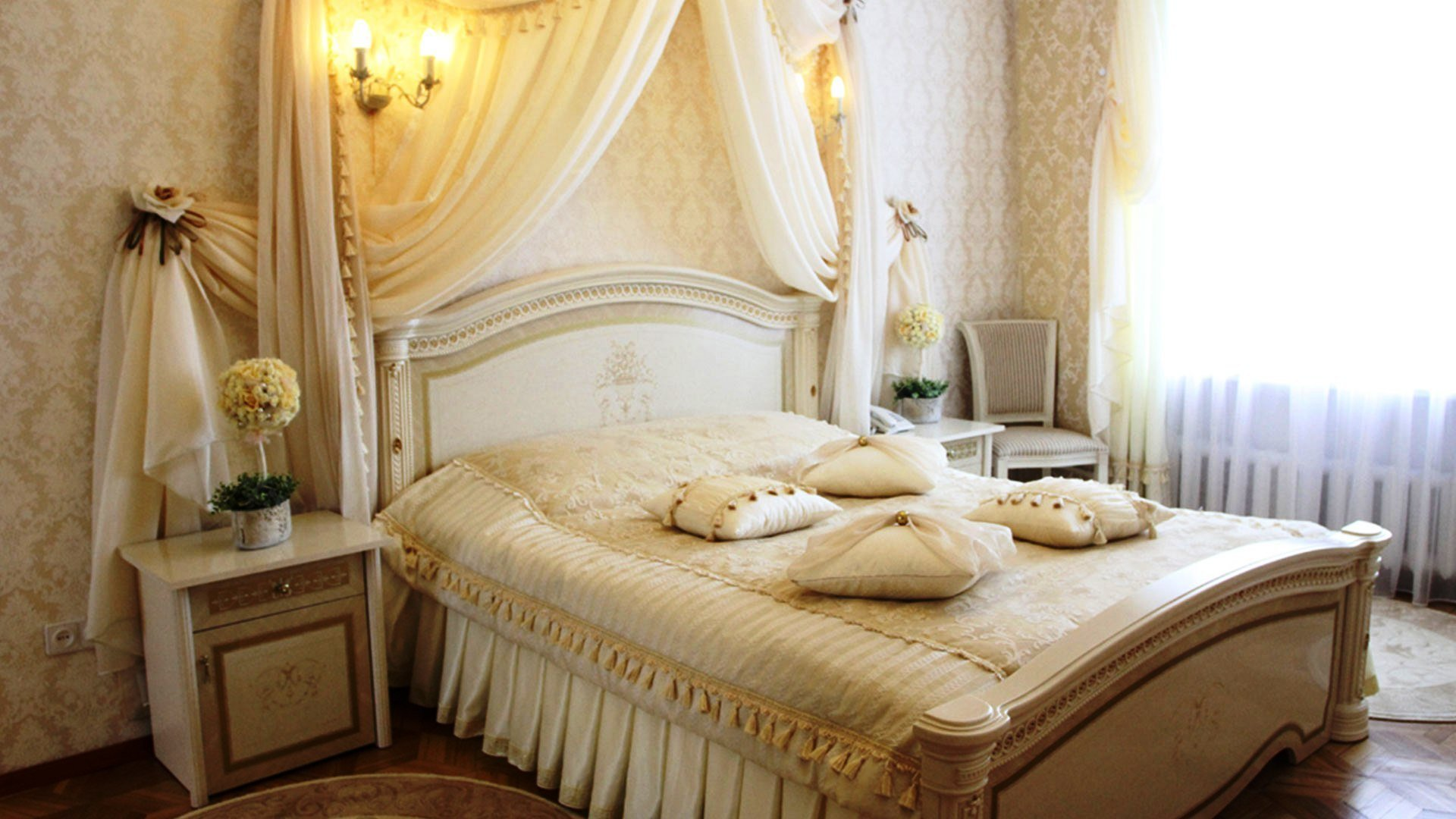 Best Tricks To Decorate Most Romantic Bedroom Royal Furnish With Pictures