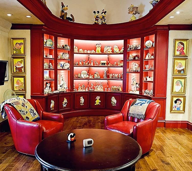 Best 25 Disney Inspired Rooms That Celebrate Color And Creativity With Pictures