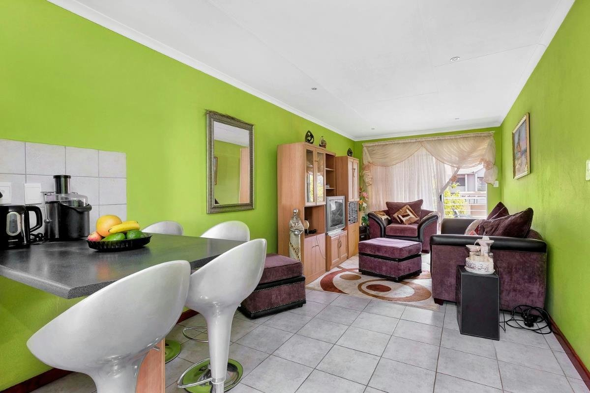 Best 2 Bedroom Townhouse For Sale Ferndale Randburg With Pictures