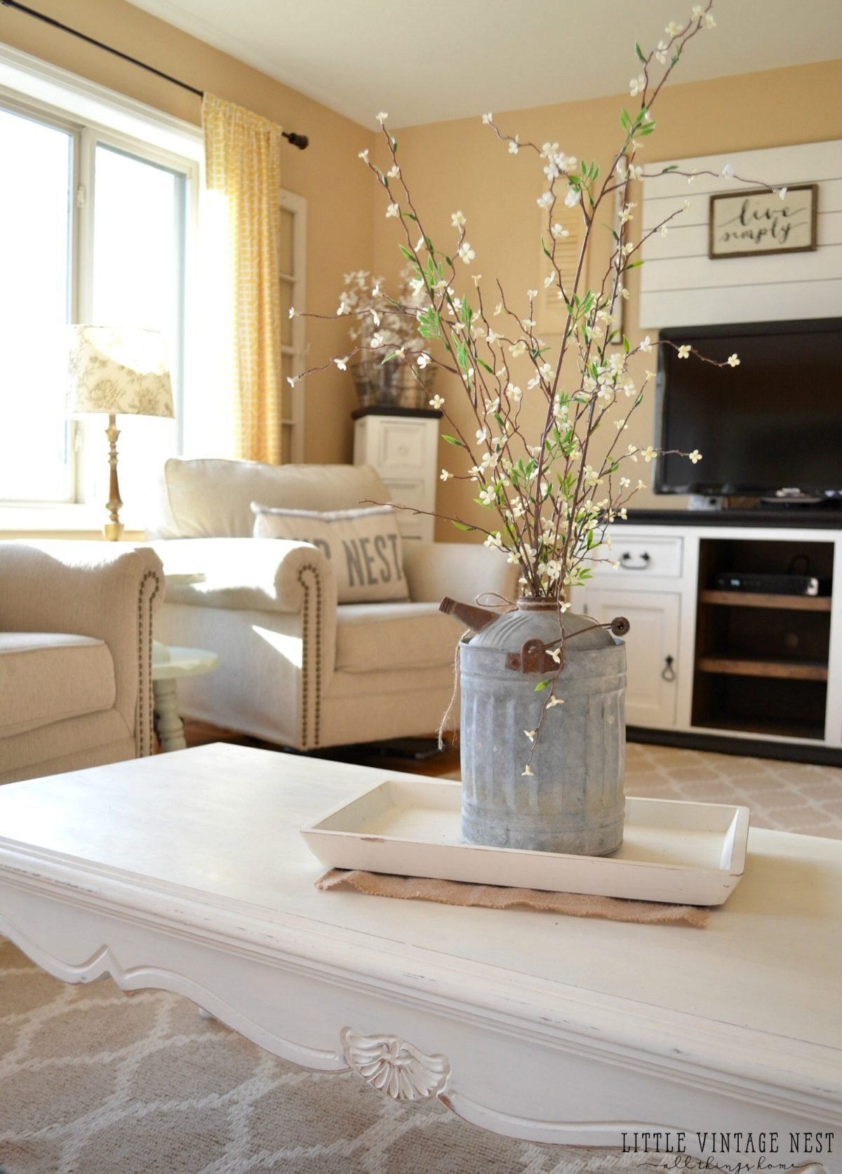Best How To Decorate With Vintage Decor Little Vintage Nest With Pictures