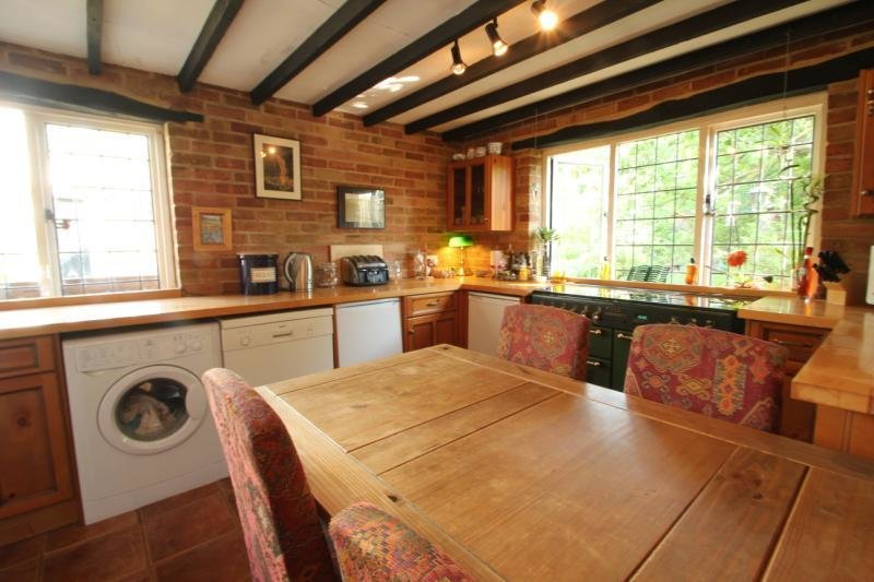 Best 3 Bedroom Detached House For Sale In Old Woking Surrey With Pictures