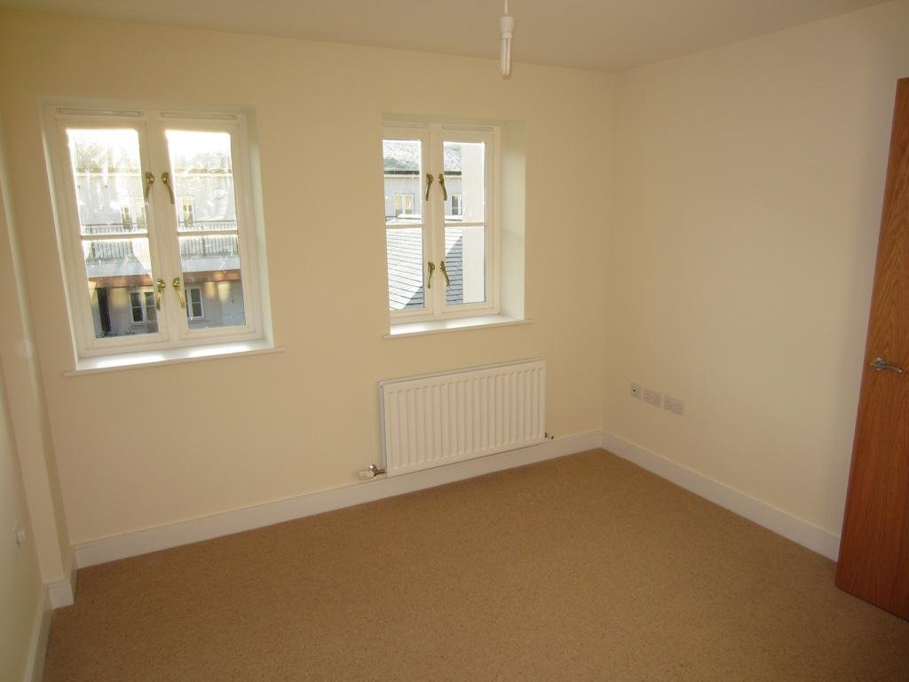Best 2 Bedroom Flat To Rent In Philip House Southgate Bath Ba1 With Pictures