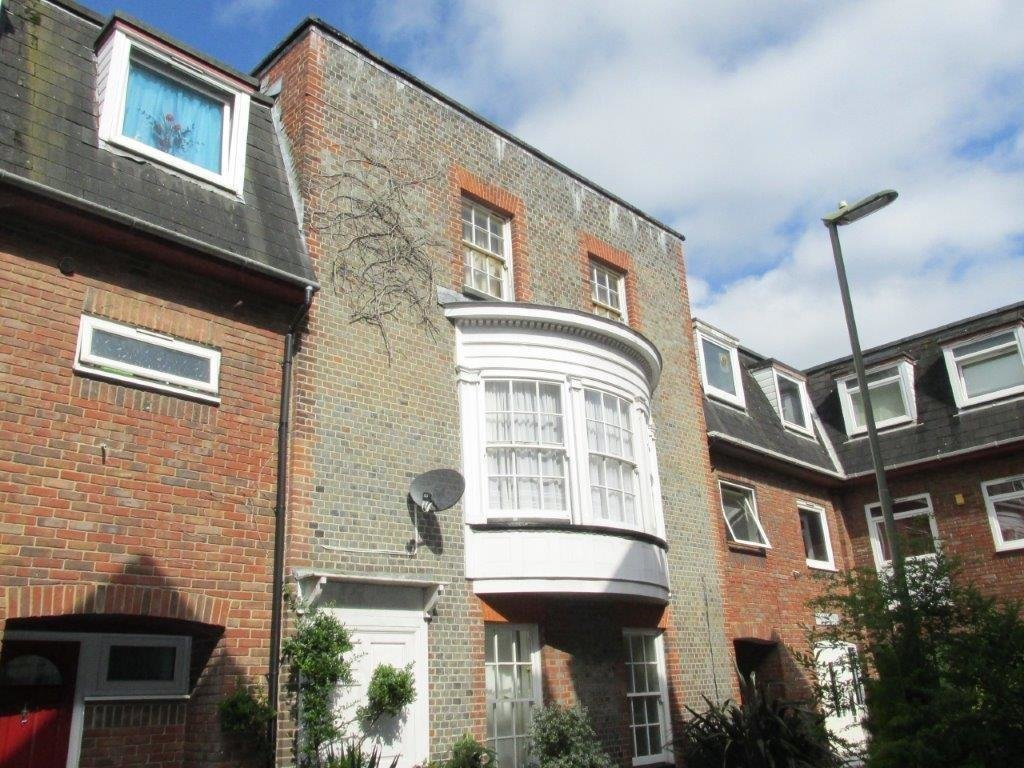Best 2 Bedroom Apartment To Rent In Gosport Town Po12 With Pictures