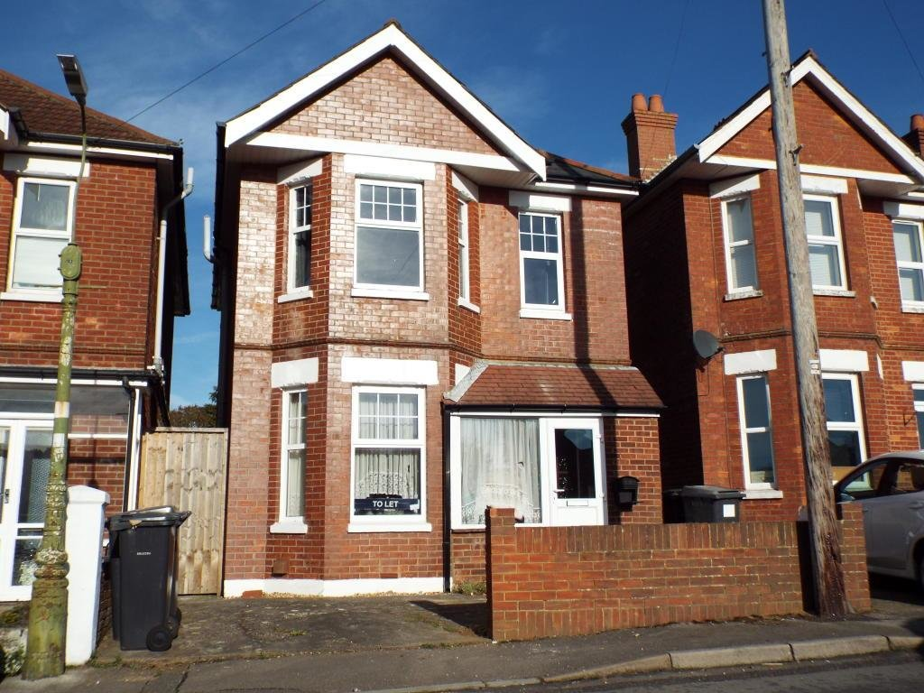 Best 3 Bedroom House To Rent In Parley Road Bournemouth Bh9 With Pictures