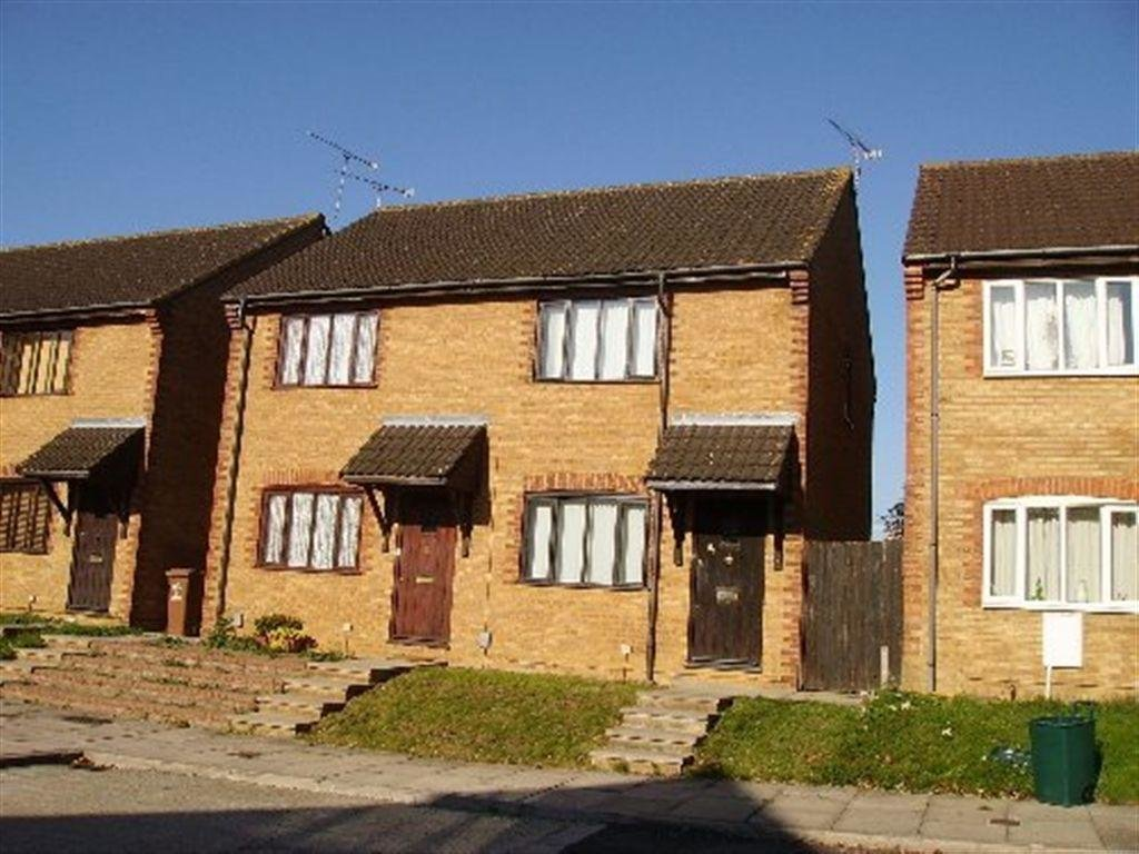 Best 2 Bedroom House To Rent In Tippett Court Stevenage With Pictures