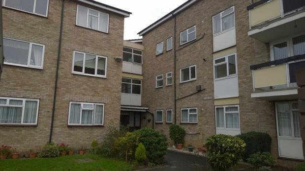 Best 2 Bedroom Flat To Rent In Tolbut Court Lennox Close With Pictures