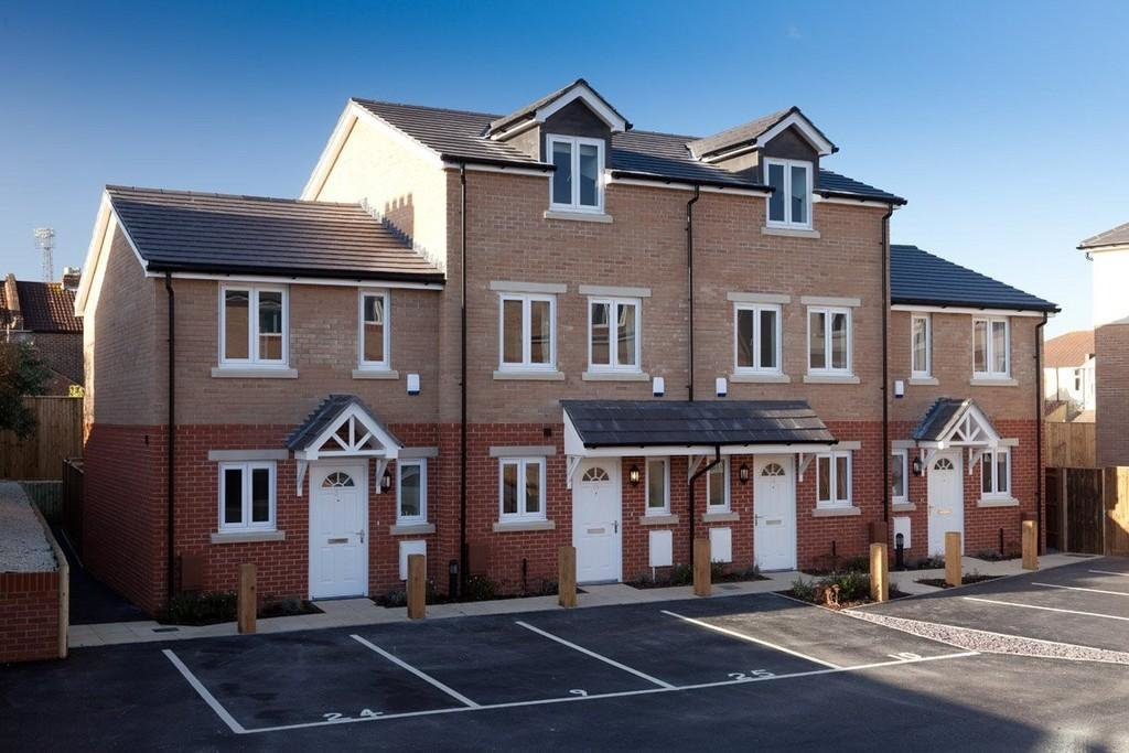 Best 3 Bedroom Town House For Sale In Milton Road Portsmouth Po4 With Pictures