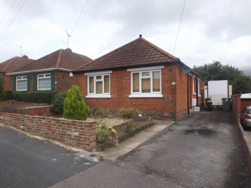 Best 2 Bedroom Bungalow For Sale In Cornwall Road Southampton With Pictures