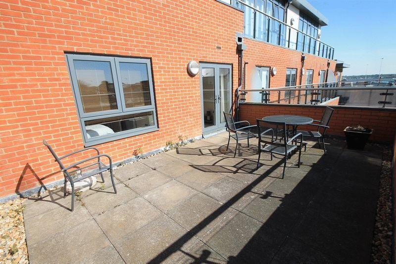 Best 1 Bedroom Flat To Rent In Oceana Boulevard Southampton So14 With Pictures
