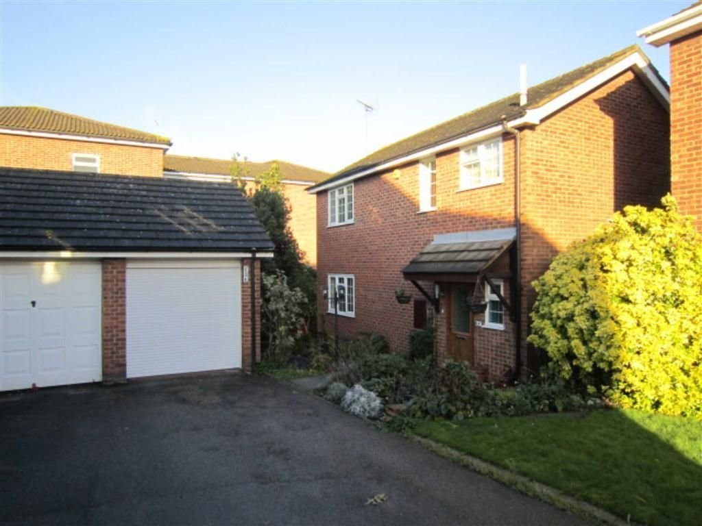 Best 3 Bedroom Detached House For Sale In Kingsdown Close With Pictures
