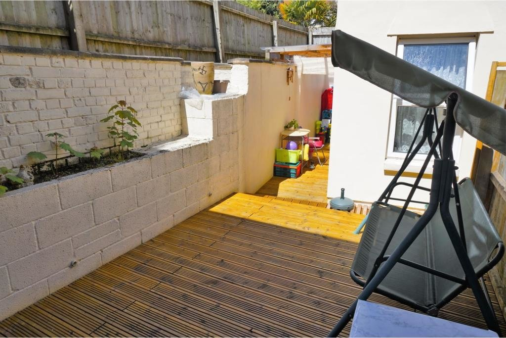 Best 2 Bedroom Ground Floor Flat For Sale In The Triangle With Pictures