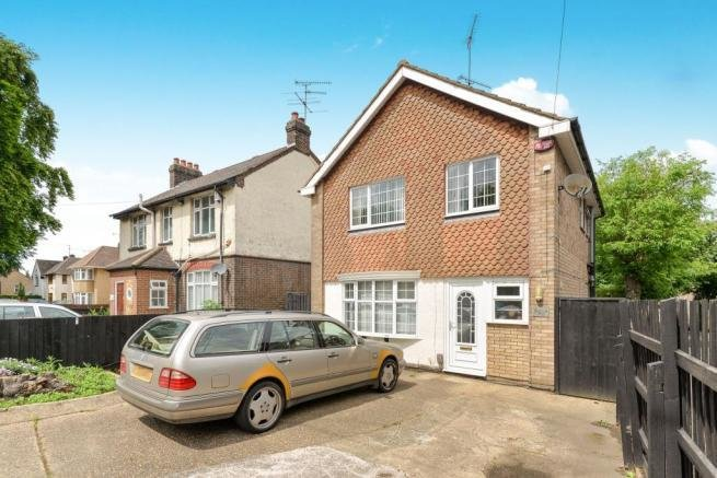 Best 3 Bedroom Detached House For Sale In Dunstable Road Luton With Pictures