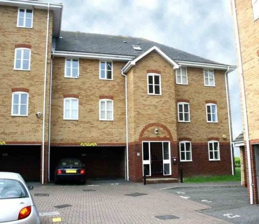 Best 2 Bedroom Flat To Rent In 61 Timber Court Grays Essex With Pictures