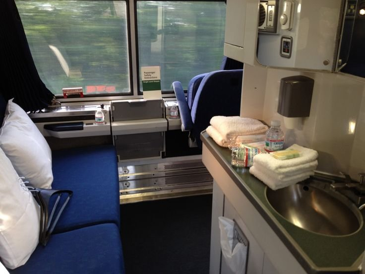 Best Bedroom On Amtrak S Viewliner Service On The Eastern With Pictures