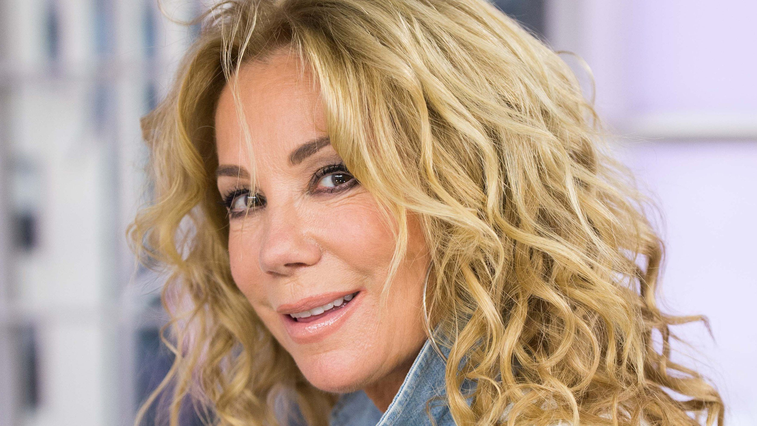 Free How To Get Kathie Lee Gifford S Curly Hairstyle On Today Wallpaper
