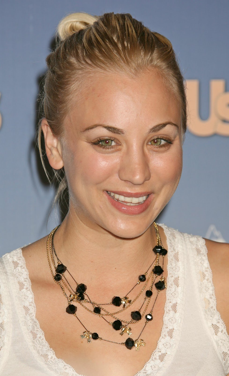 Free All About Hollywood Celebrity Kaley Cuoco Hairstyle Pictures Wallpaper