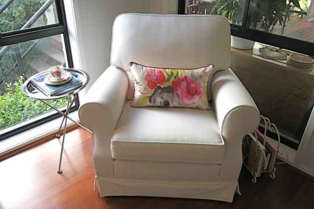 Best Mi Casa Design A Big Comfy Bedroom Reading Chair With Pictures