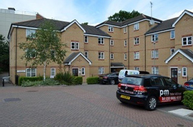 Best 2 Bedroom Flat To Rent In Pickard Close London N14 With Pictures