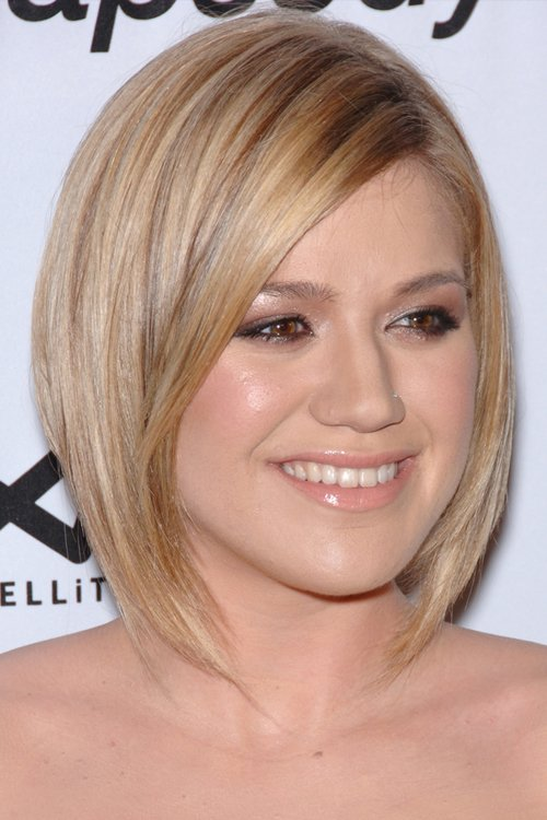 Free Kelly Clarkson S Hairstyles Hair Colors Steal Her Style Wallpaper