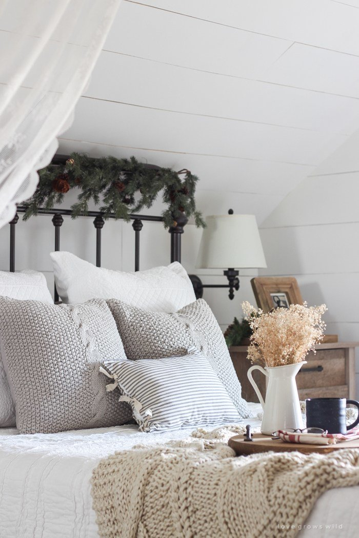 Best Simple Farmhouse Christmas Bedroom Love Grows Wild With Pictures